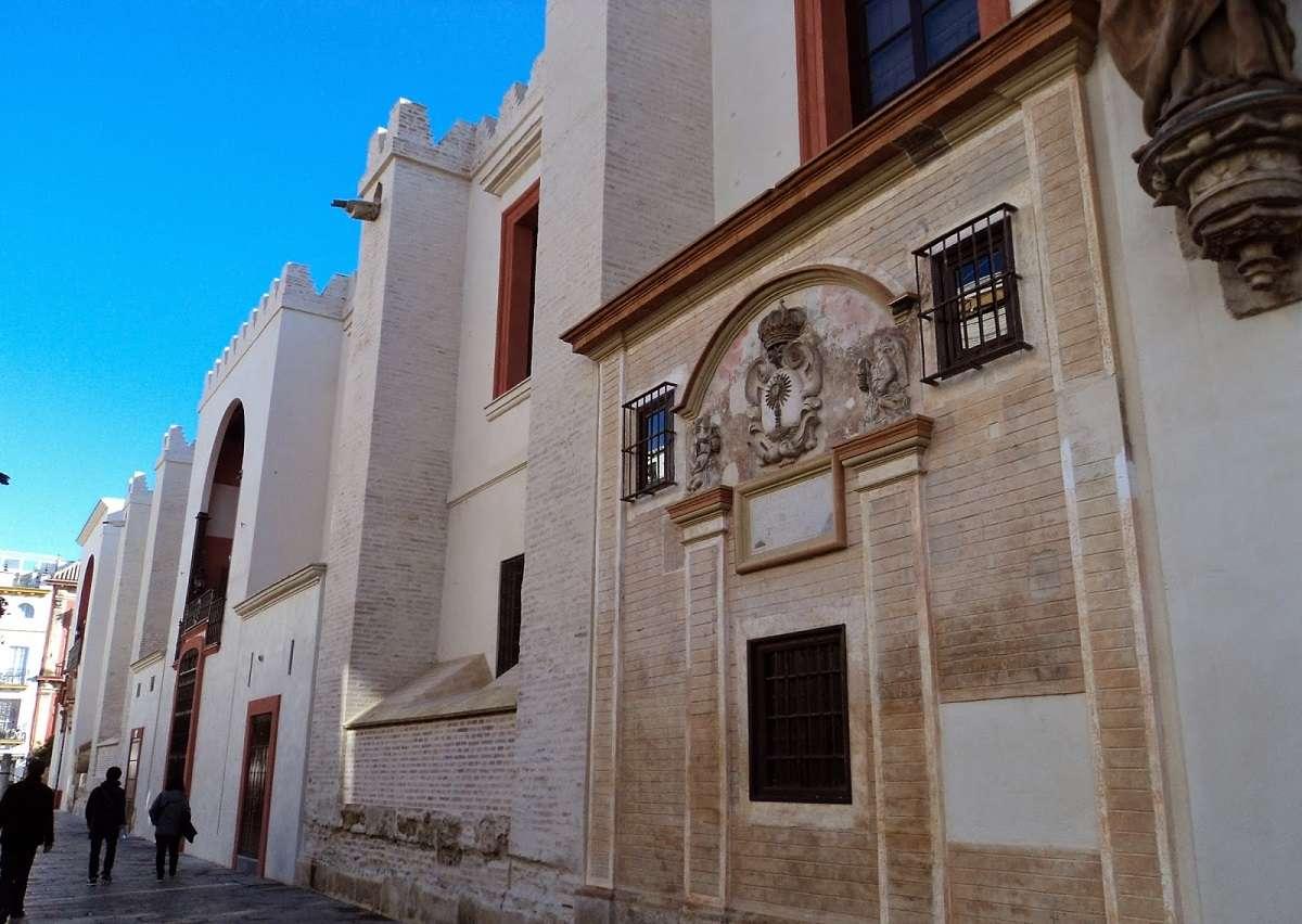 La Catedral de Sevilla muda su piel